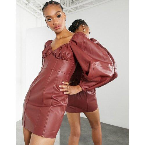 Robe courte en cuir avec buste froncé -Marron - ASOS EDITION - Modalova
