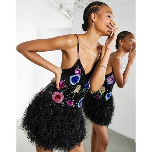 Robe courte style caraco avec ornements floraux et ourlet en similicuir - ASOS EDITION - Modalova