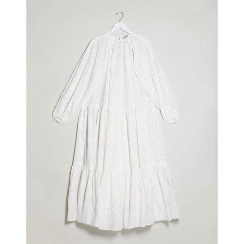Robe longue brodée à volants superposés - ASOS EDITION - Modalova