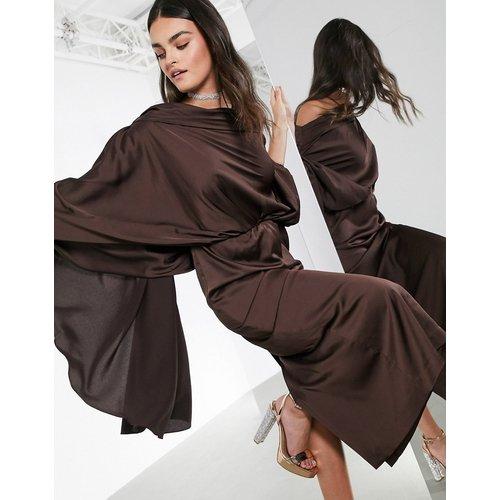 Robe mi-longue asymétrique en satin - Chocolat - ASOS EDITION - Modalova