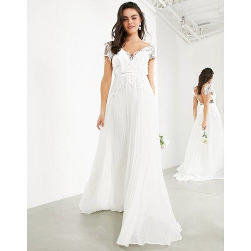 Sophia - Robe de mariage en dentelle avec décolleté plongeant et jupe plissée - ASOS EDITION - Modalova