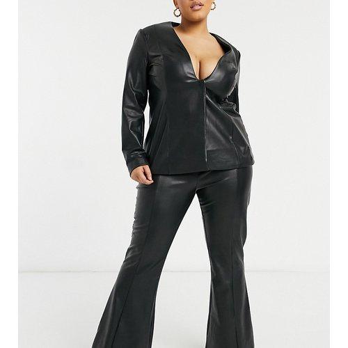 Curve - Pantalon évasé taille haute aspect cuir - ASOS Luxe - Modalova