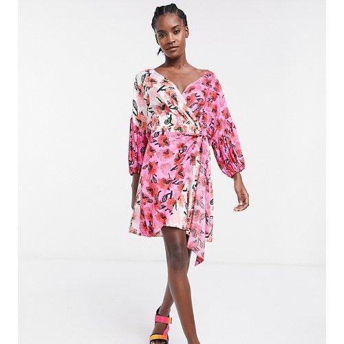 KENYA - Robe portefeuille courte à imprimés mélangés - ASOS MADE IN - Modalova