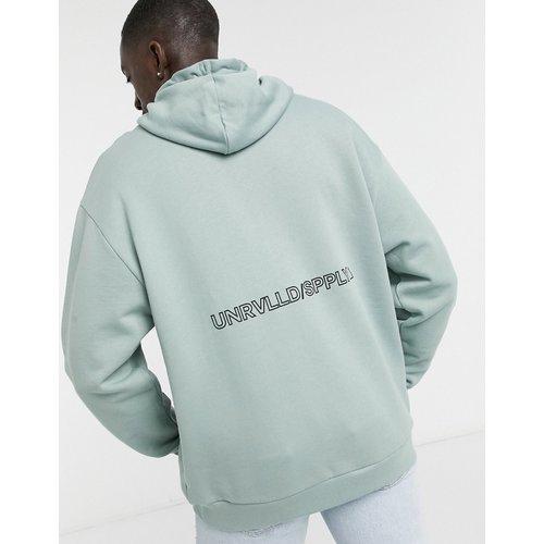 ASOS - Unrvlld Supply - Hoodie oversize avec logo au dos - ASOS Unrvlld Supply - Modalova