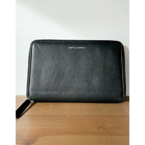 Portefeuille de voyage en cuir avec poche monnaie et logo en relief - ASOS Unrvlld Supply - Modalova
