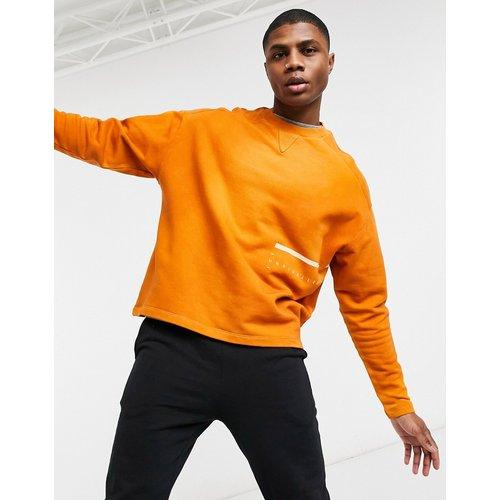 ASOS - Unrvlld Supply - Sweat-shirt oversize délavé à imprimé enveloppant - ASOS Unrvlld Supply - Modalova
