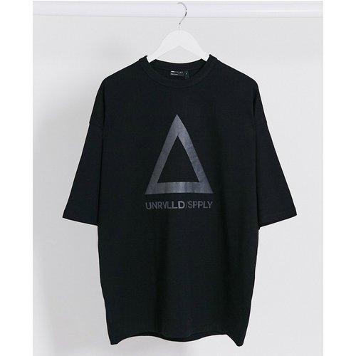 ASOS Unrvlled Supply - T-shirt long oversize en jersey épais avec grand logo réfléchissant - ASOS Unrvlld Supply - Modalova