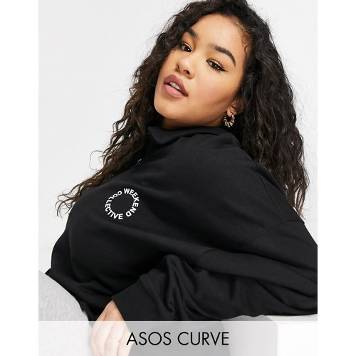 ASOS - Weekend Collective Curve - Sweat-shirt polo avec demi fermeture éclair et logo - ASOS Weekend Collective - Modalova