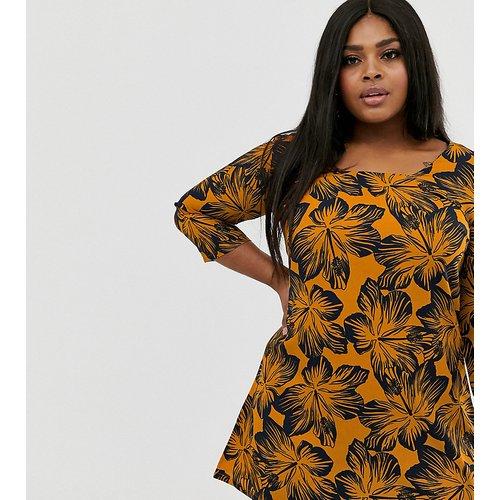 Robe à fleurs avec encolure carrée - AX Paris Plus - Modalova