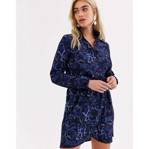 Robe chemise à col en V effet peau de serpent - Bleu - AX Paris - Modalova