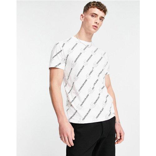 T-shirt à imprimé logo sur l'ensemble - Calvin Klein Jeans - Modalova