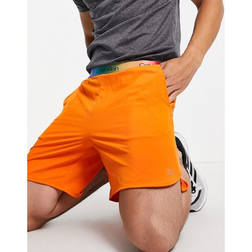 Performance - Capsule Pride - Short 7pouces avec ceinture arc-en-ciel à logo - périlleux - Calvin Klein - Modalova