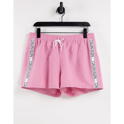 Short de bain avec bande logo sur le côté - Calvin Klein - Modalova