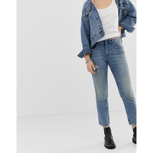 Jean mom court en jean rigide avec poche déchirée - Cheap Monday - Modalova