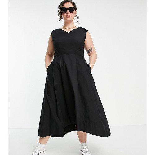 Robe plissée mi-longue avec col V et ourlet plongeant - Closet London Plus - Modalova