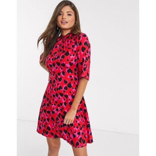 Robe courte à imprimé cœurs contrasté avec col montant - closet london - Modalova