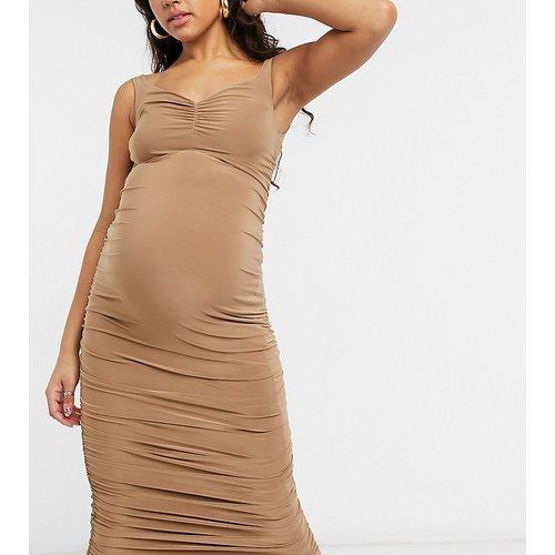 Club L London Maternity - Robe mi-longue froncée à épaules dénudées - Camel - Club L Maternity - Modalova