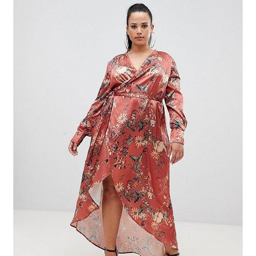 Club L Plus - Robe longue portefeuille à fleurs à manches longues - Club L London Plus - Modalova