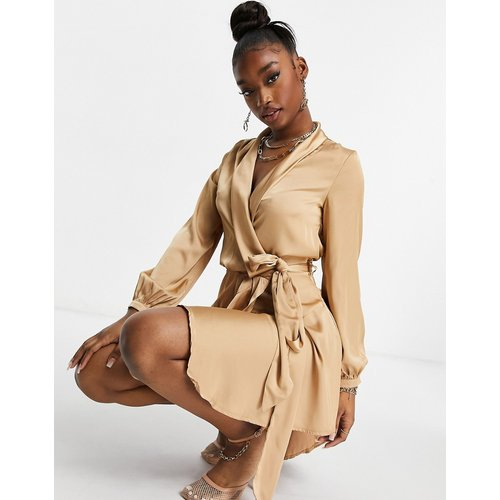 Club L - Robe portefeuille mi-longue en satin - Camel - Club L London - Modalova