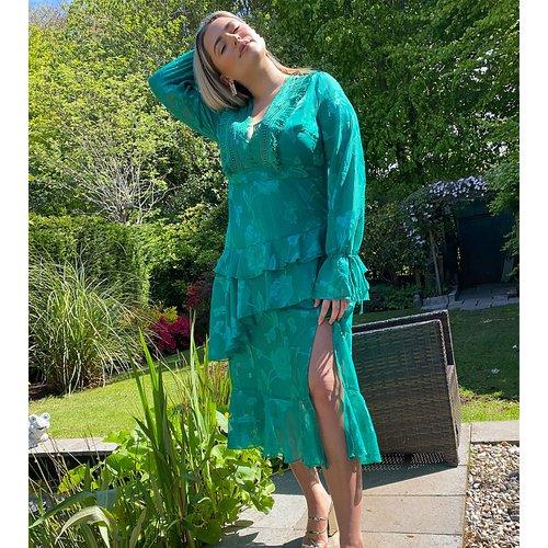 Robe longue à décolleté plongeant avec détail en dentelle - Dark Pink Plus - Modalova