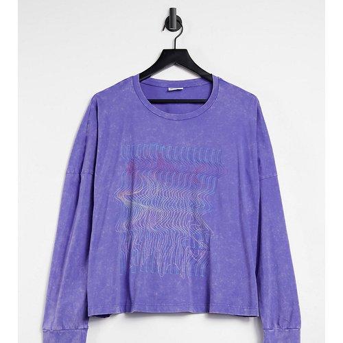 Exclusivité ASOS - - T-shirt crop top oversize avec motif - délavé - Noisy May Curve - Modalova