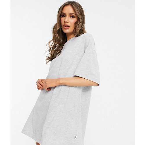 Exclusivité ASOS - - Robe t-shirt à logo chat multiple - Puma - Modalova