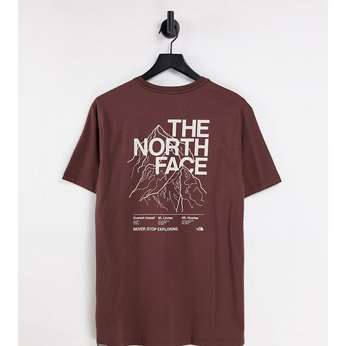 Exclusivité ASOS - - T-shirt à imprimé montagne - Marron - The North Face - Modalova