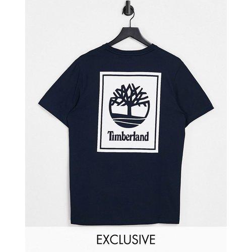 Exclusivité ASOS - - Stack - T-shirt avec imprimé au dos - Bleu - Timberland - Modalova