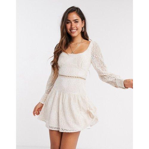 Robe courte en dentelle - Blush - Fashion Union - Modalova