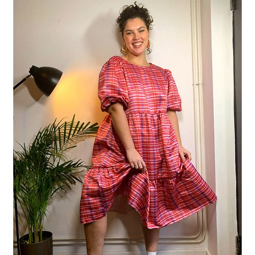 Robe babydoll mi-longue volumineuse à carreaux - Glamorous Curve - Modalova