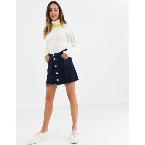 Mini-jupe boutonnée en jean avec ourlet brut - Glamorous - Modalova
