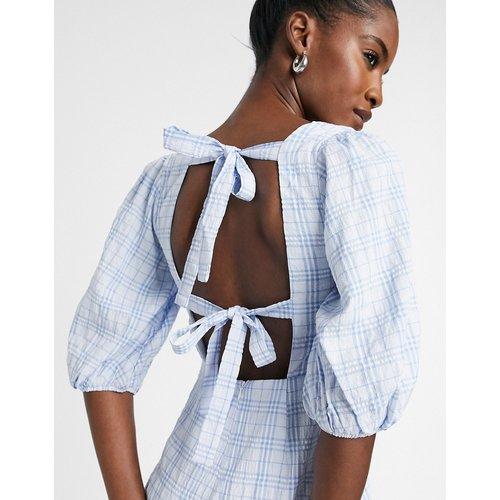 Robe babydoll courte à carreaux avec encolure carrée - Glamorous - Modalova