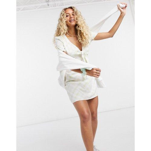 Robe courte nouée sur le devant à carreaux effet délavé - Glamorous - Modalova