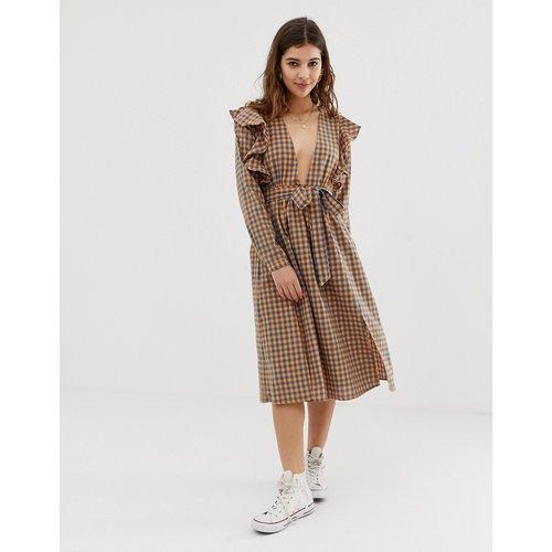 Robe mi-longue à carreaux vichy avec volants aux épaules - Glamorous - Modalova