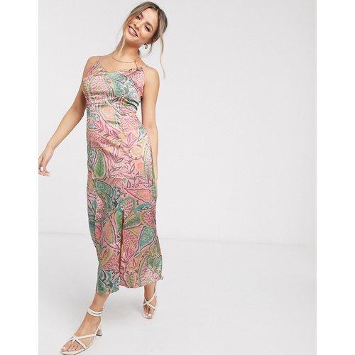 Robe mi-longue caraco en satin motif cachemire - Glamorous - Modalova