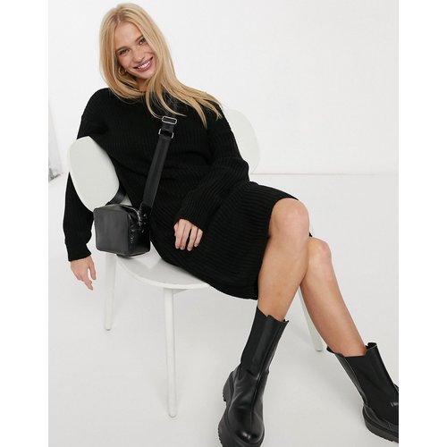 Robe pull en maille avec encolure échancrée au dos et bordure en dentelle - Glamorous - Modalova