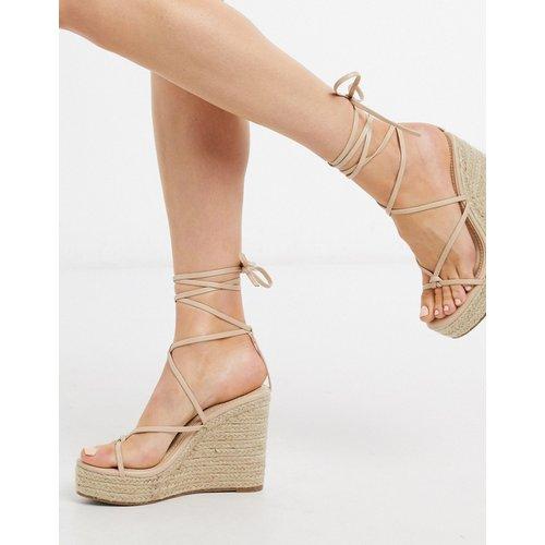 Sandales compensées style espadrilles avec lien à nouer à la cheville - Beige - Glamorous - Modalova