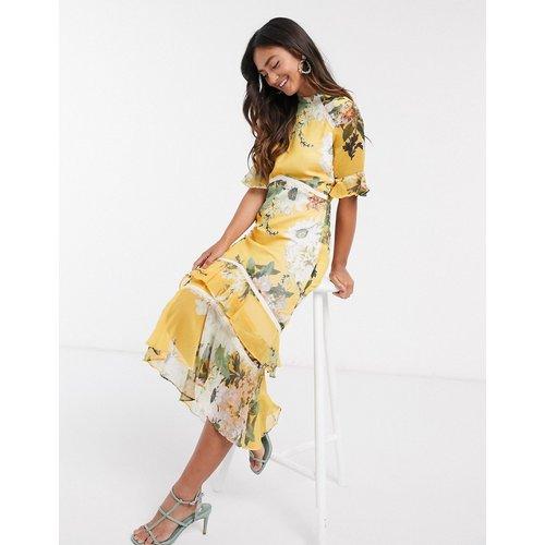 Robe longueur mollet avec dos ouvert et ourlet à volant - Jaune fleuri - Hope & Ivy - Modalova