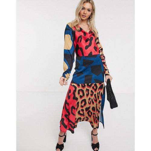 Robe nuisette en satin à imprimé animal abstrait multicolore - Liquorish - Modalova