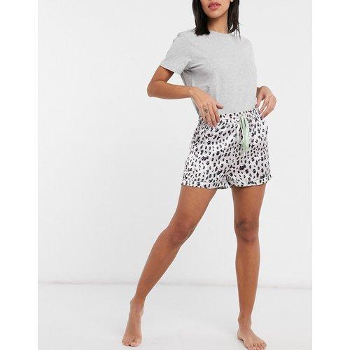 Short de pyjama à motif léopard et bord sauge - Liquorish - Modalova