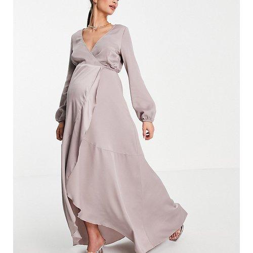 Robe longueur mollet en satin coupe portefeuille - Little Mistress Maternity - Modalova