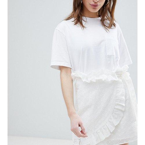 Mini-jupe portefeuille en broderie anglaise - Lost Ink Petite - Modalova