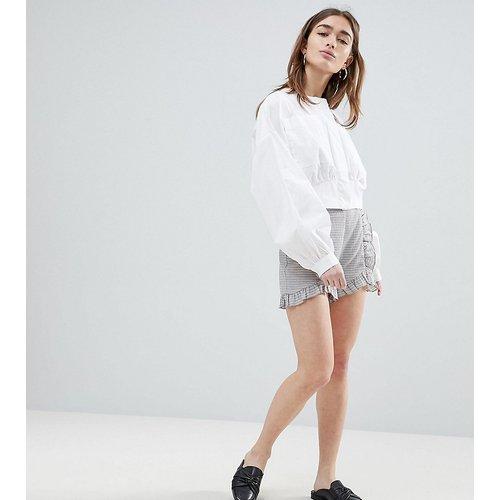 Shorts habillé avec coutures volantées - Lost Ink Petite - Modalova