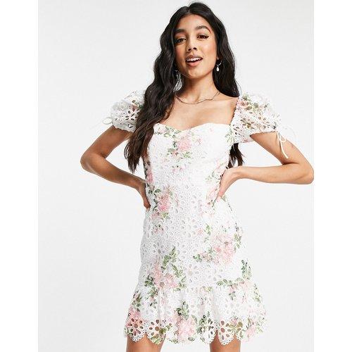 Robe courte en dentelle fleurie à manches bouffantes - Rose et blanc - Love Triangle - Modalova