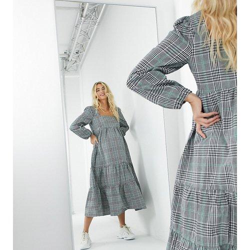 Robe babydoll longue à carreaux gris - Missguided Maternity - Modalova