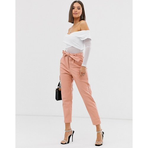 Pantalon en imitation cuir avec taille nouée - Pêche - Missguided - Modalova