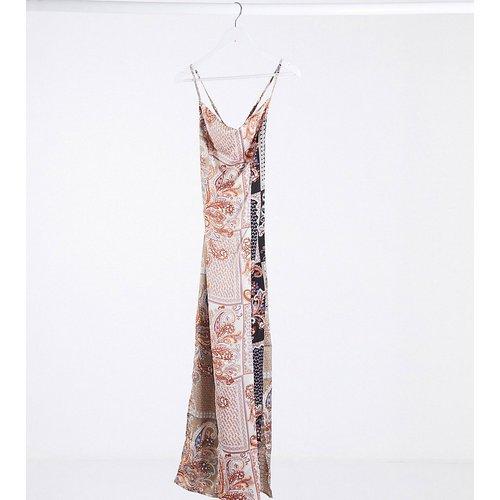 Robe longue en satin à col bénitier et imprimé cachemire - Missguided Petite - Modalova