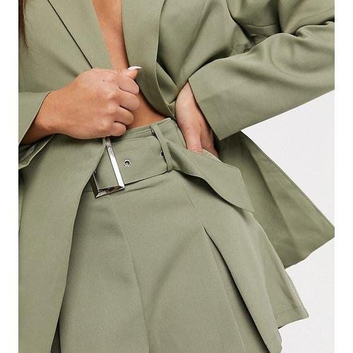 Short d'ensemble avec ceinture - Sauge - Missguided Petite - Modalova