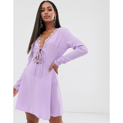 Robe patineuse bordée de dentelle - Lilas - Missguided - Modalova
