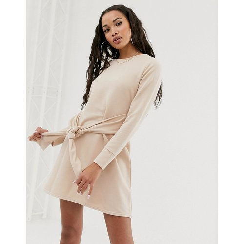 Robe sweat-shirt nouée à la taille - Beige - Missguided - Modalova